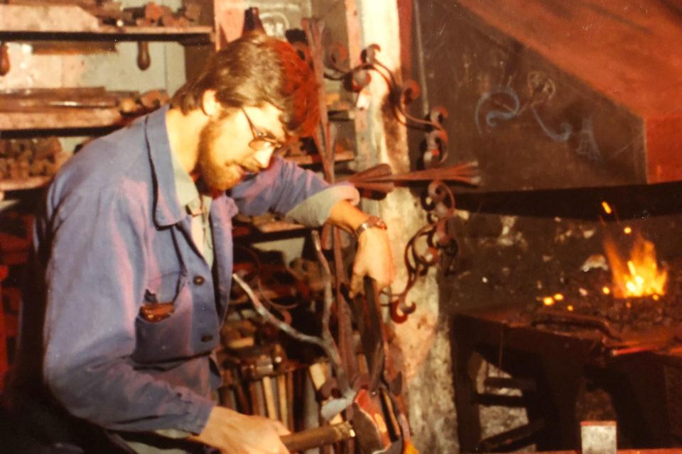 Kurt Lintner beim Schmieden