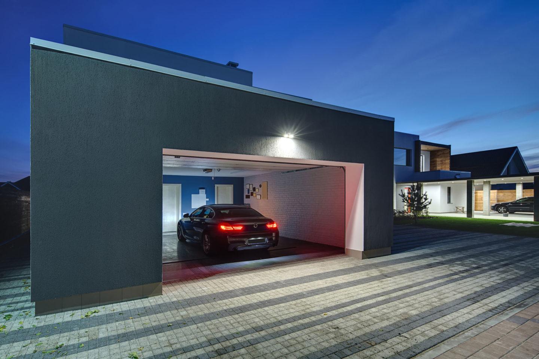 moderne Garage Abend